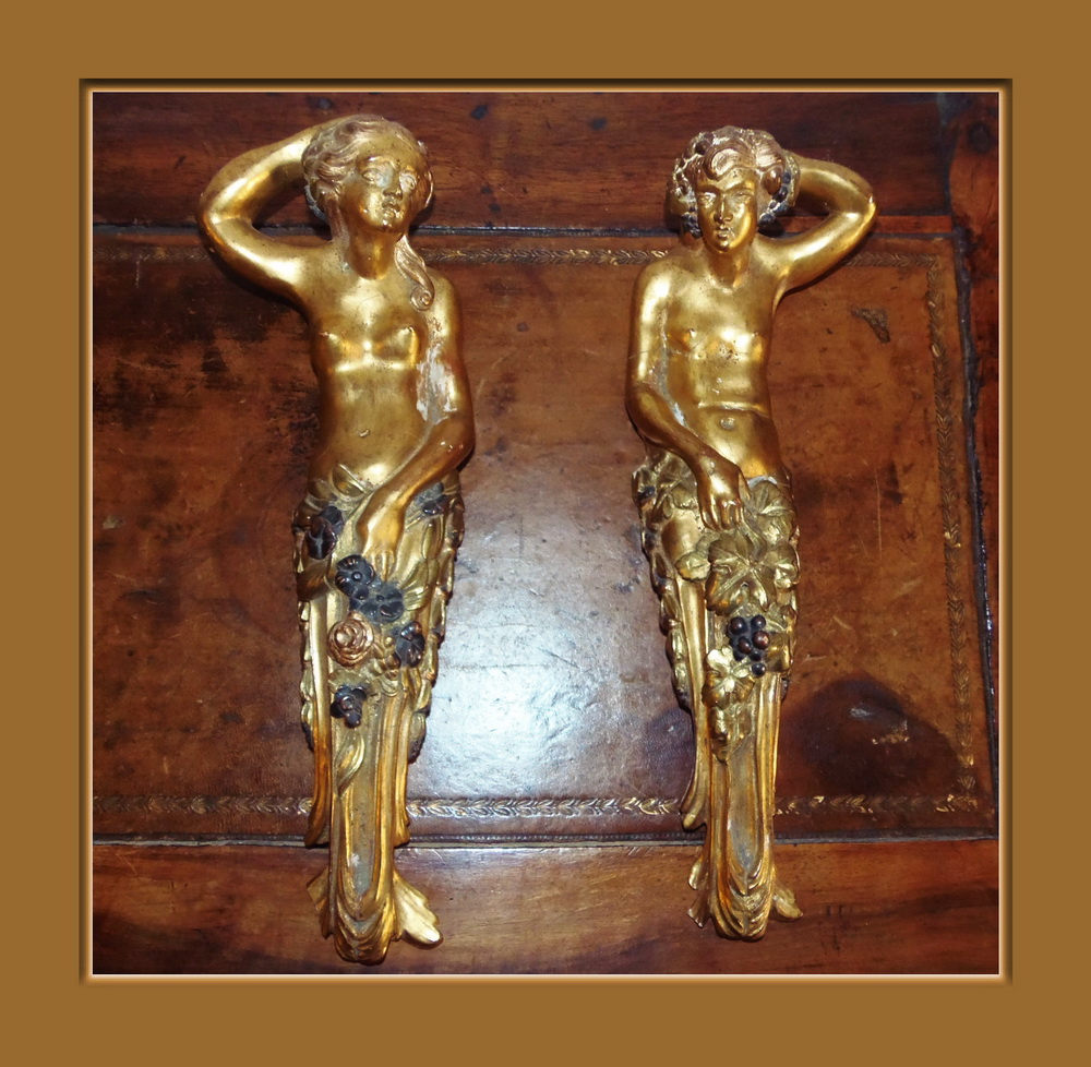 Couple de cariatides platre or et polychromie anciens for Decoration ancien et contemporain